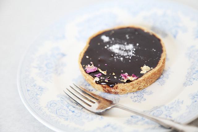 salted caramel tart by Charlotte@Lovely food