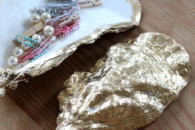 Gilt shell soap dish