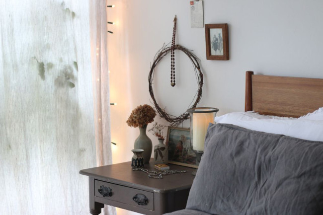 autumn bedroom styling