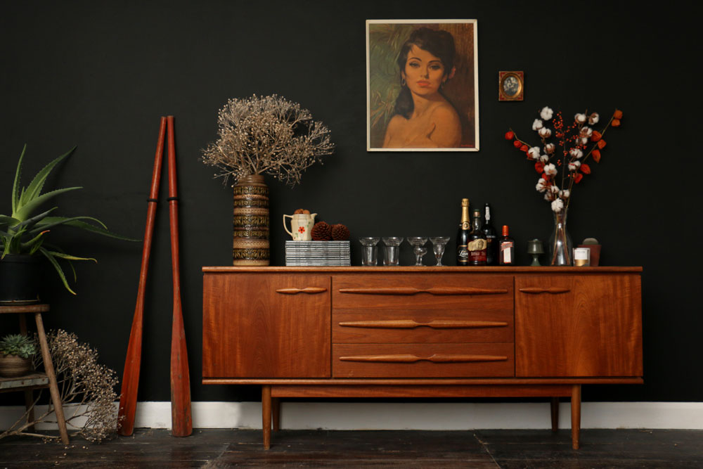 Retro Living room with black-walls