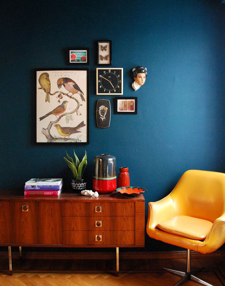 Dark blue interior inspiration lobster and swan for Living room ideas mustard