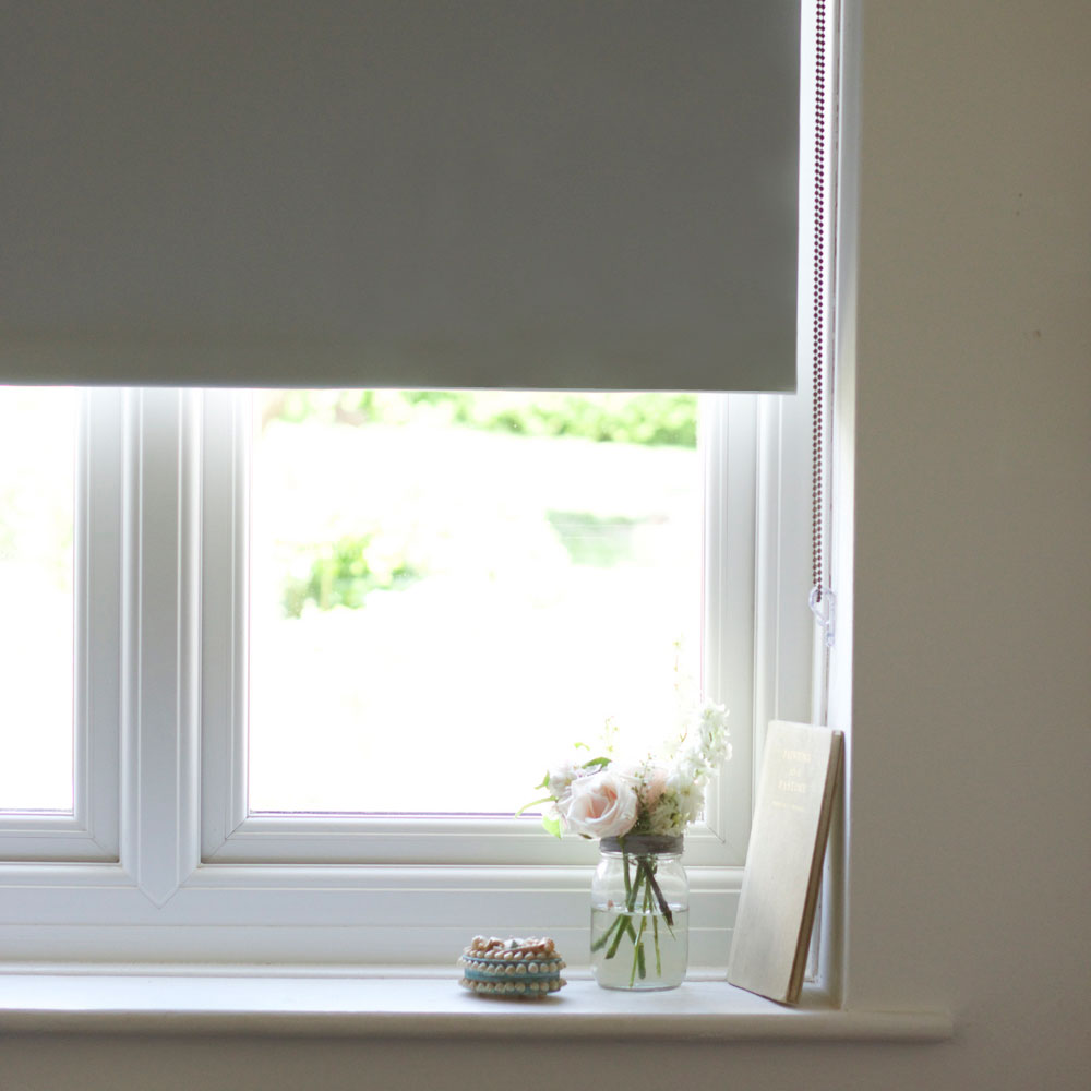 Simple and chic windows with made to measure blinds for Best blinds for bedroom