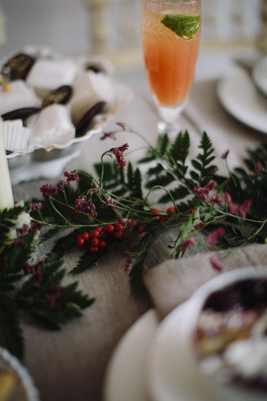 Christmas table foliage