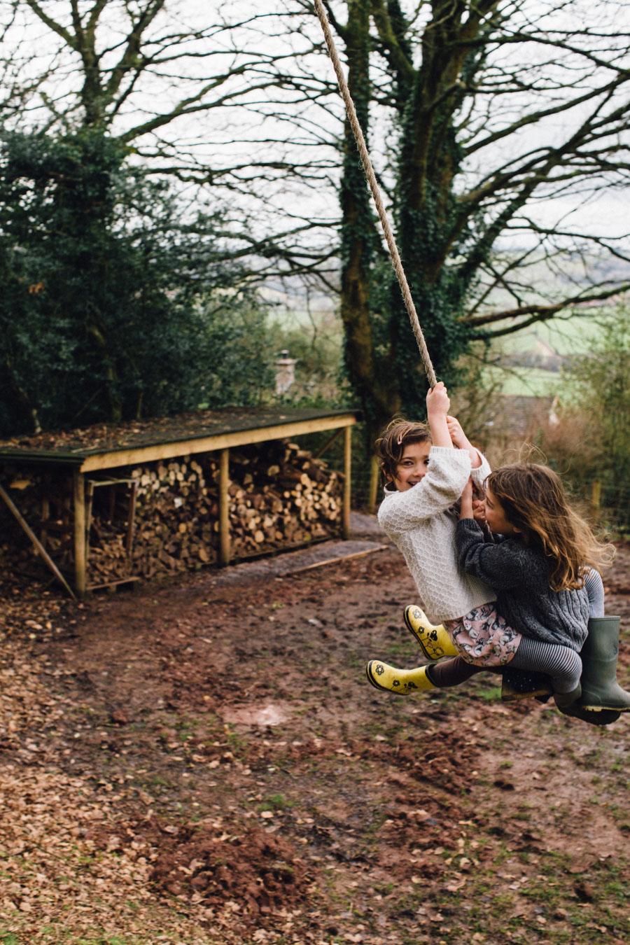 Garden rope swing