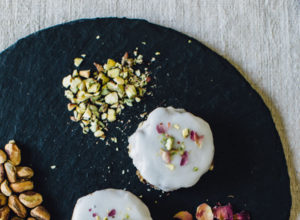 Vegan Polenta cakes with rose and pistachio
