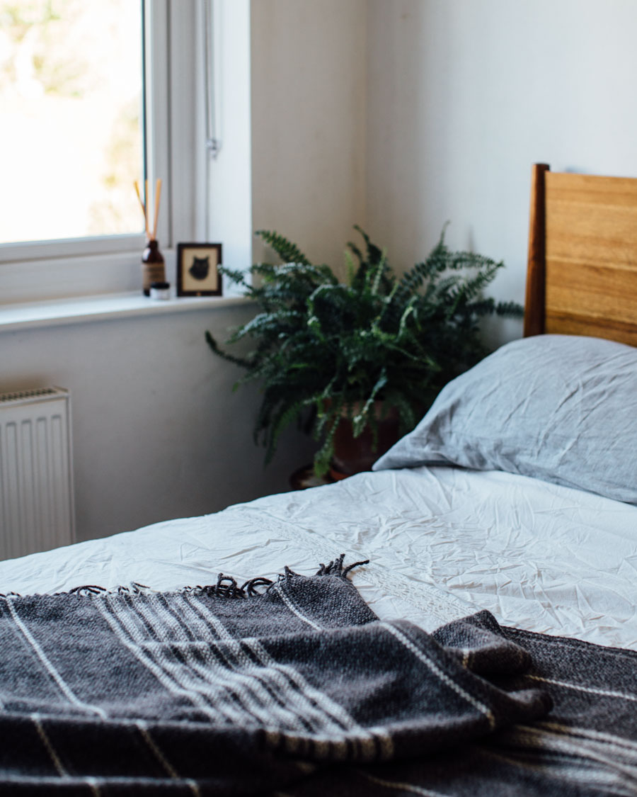 Cosy autumn bedroom styling