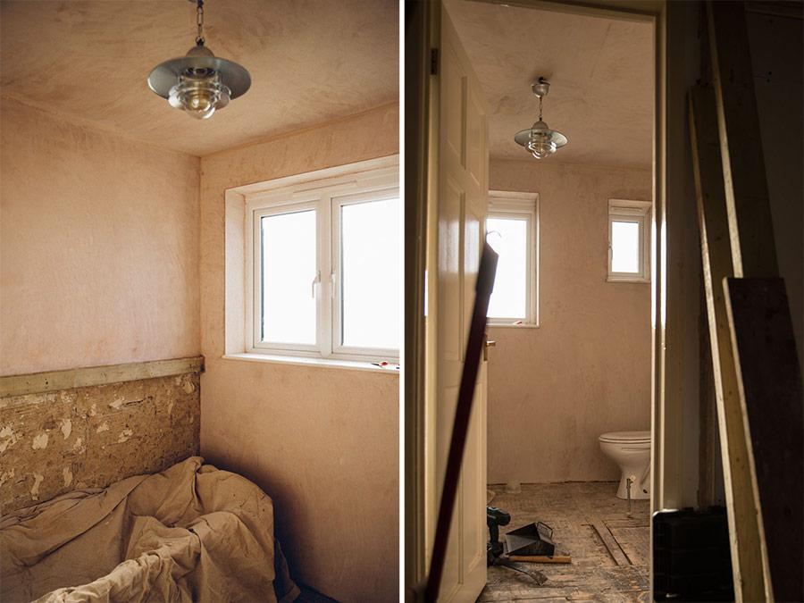 Rustic bathroom plaster walls