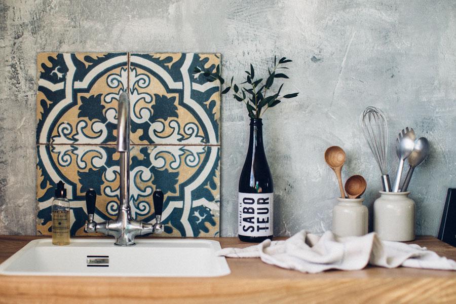 Vintage style splash back tiles