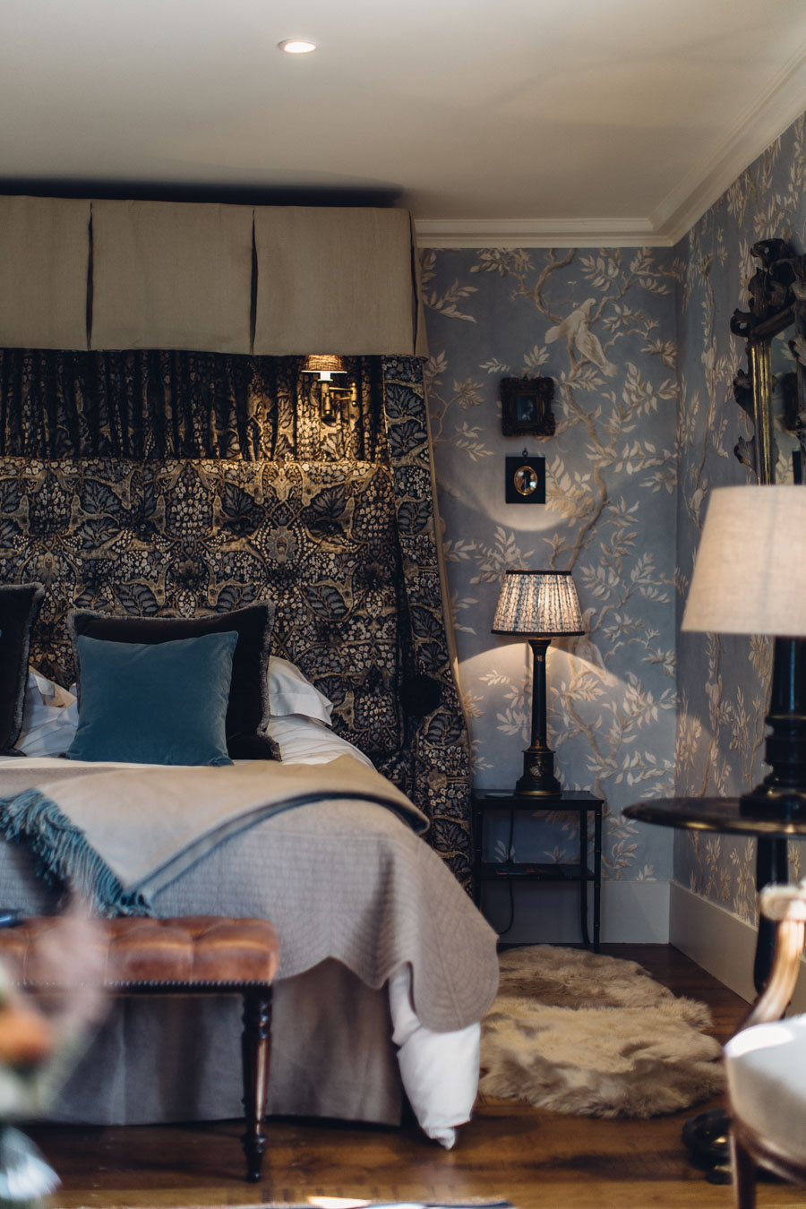 Chinoiserie bedroom at Battel Hall