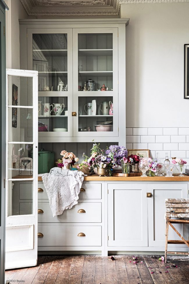 Shabby chic interiors with florals